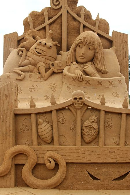 Bed Bugs Sand Sculpture