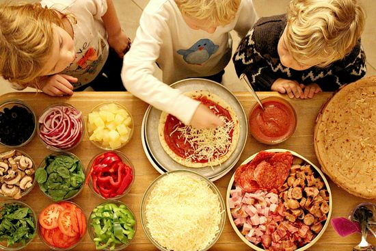 How to host a kid friendly pizza party