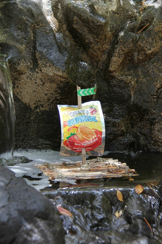 Recycled Raft made with Capri Sun pouches #CapriSunMomFactor