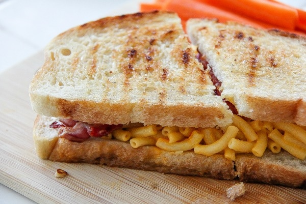grilled sandwich with bacon and mac & cheese in it