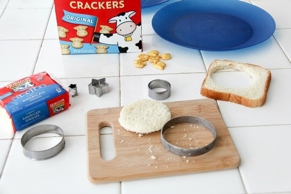 horizon organic cow crackers and bread cut out in a circle shape