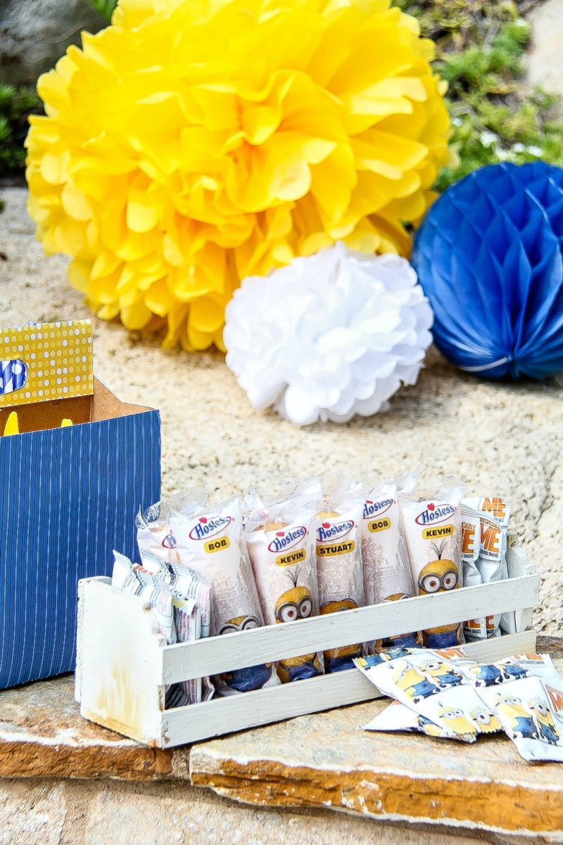 yellow and blue despicable me party treats and decorations