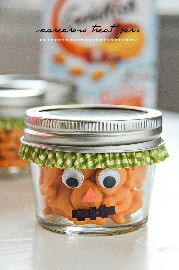 scarecrow canning jars filled with goldfish crackers