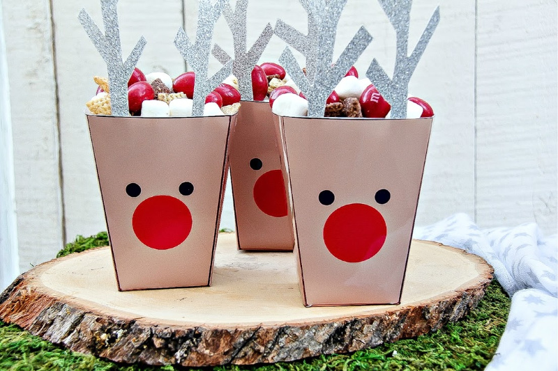 reindeer paper tubs filled with snacks