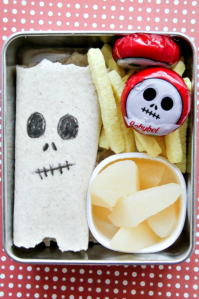 Skeleton themed Halloween lunch for kids