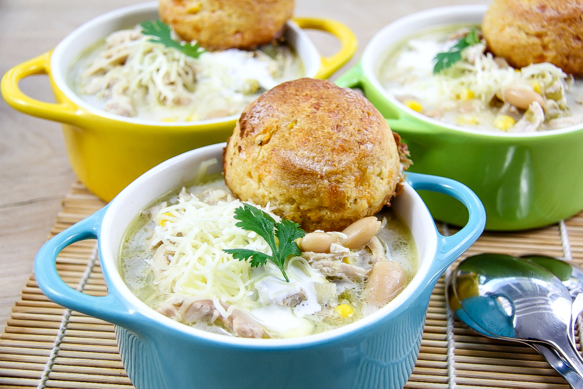 slow cooker chicken chili with biscuits
