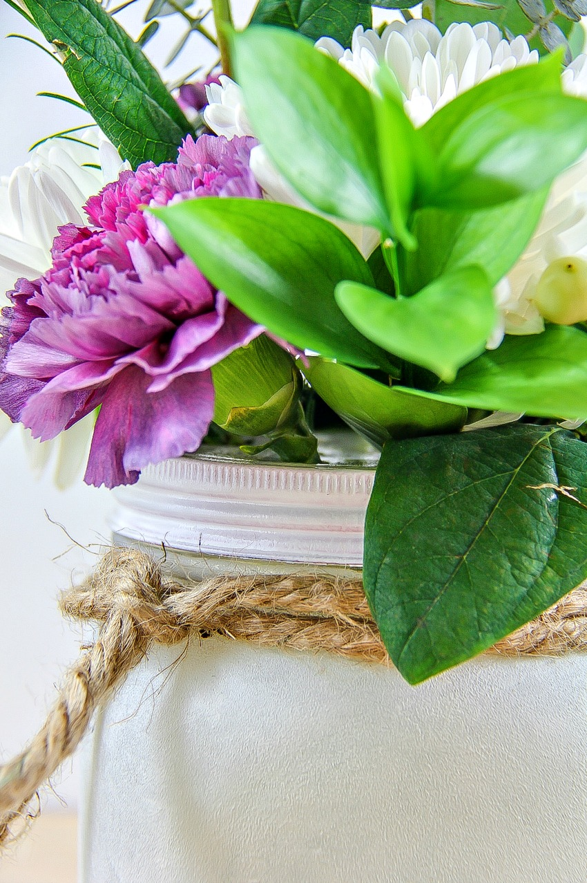 how to paint a canning jar and turn it into a vase