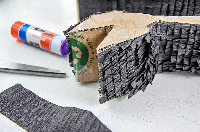 A tutorial to make a diy pull string dragon pinata.