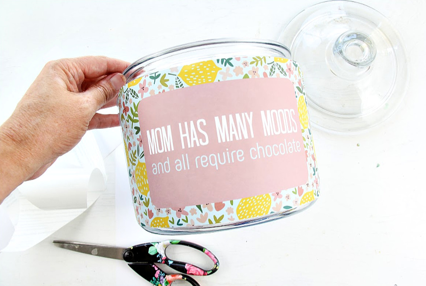 A DIY jar for sweets for mom.