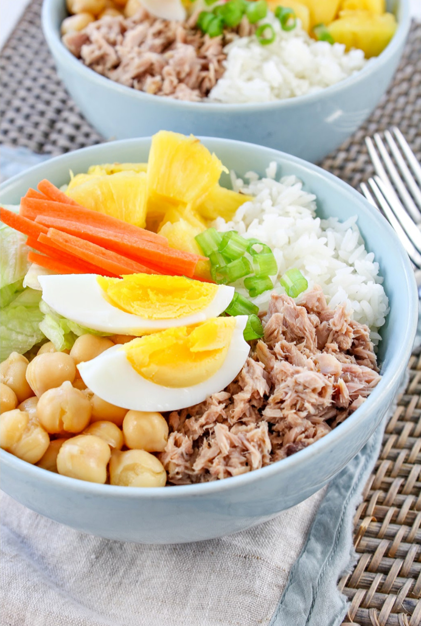 A healthy tuna and rice protein bowl using pantry canned goods and leftovers.