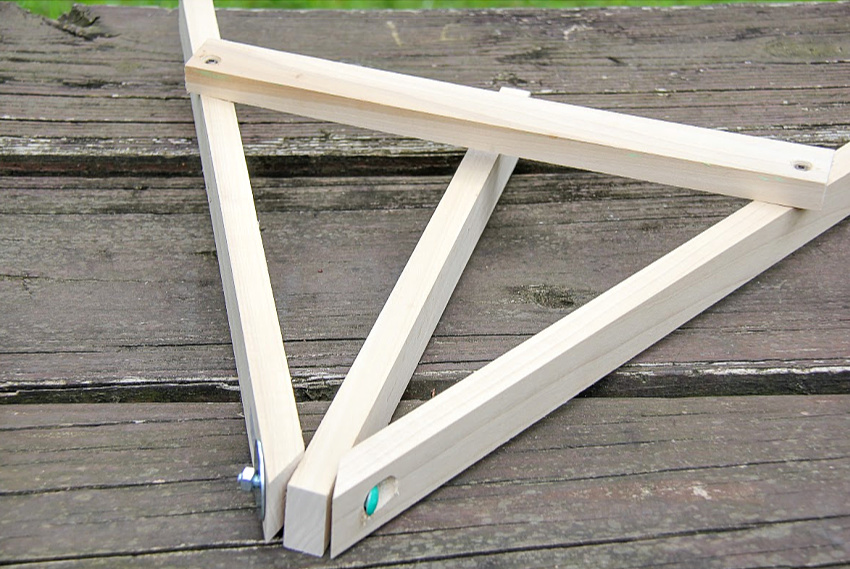 easy to make desktop art easel made out of wood