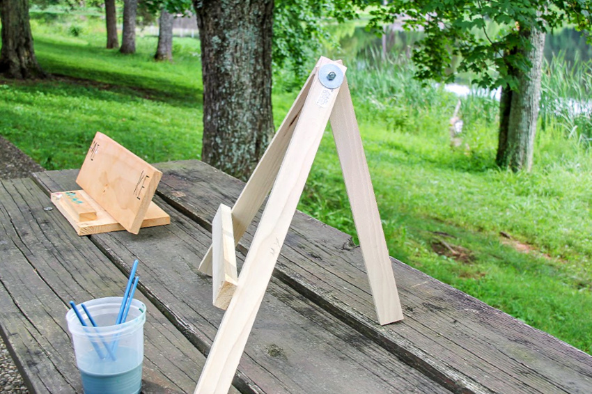 handmade wood art easels for landscape painting outdoors.