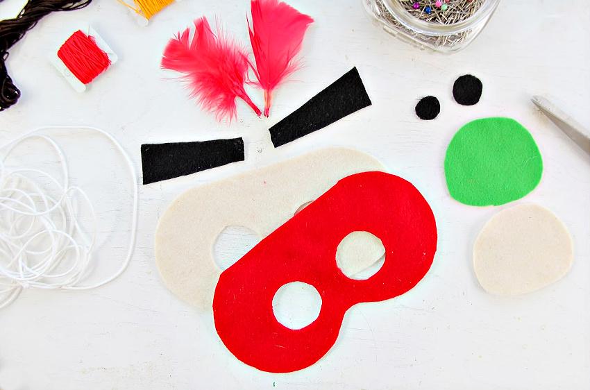 Instructions for making felt masks.