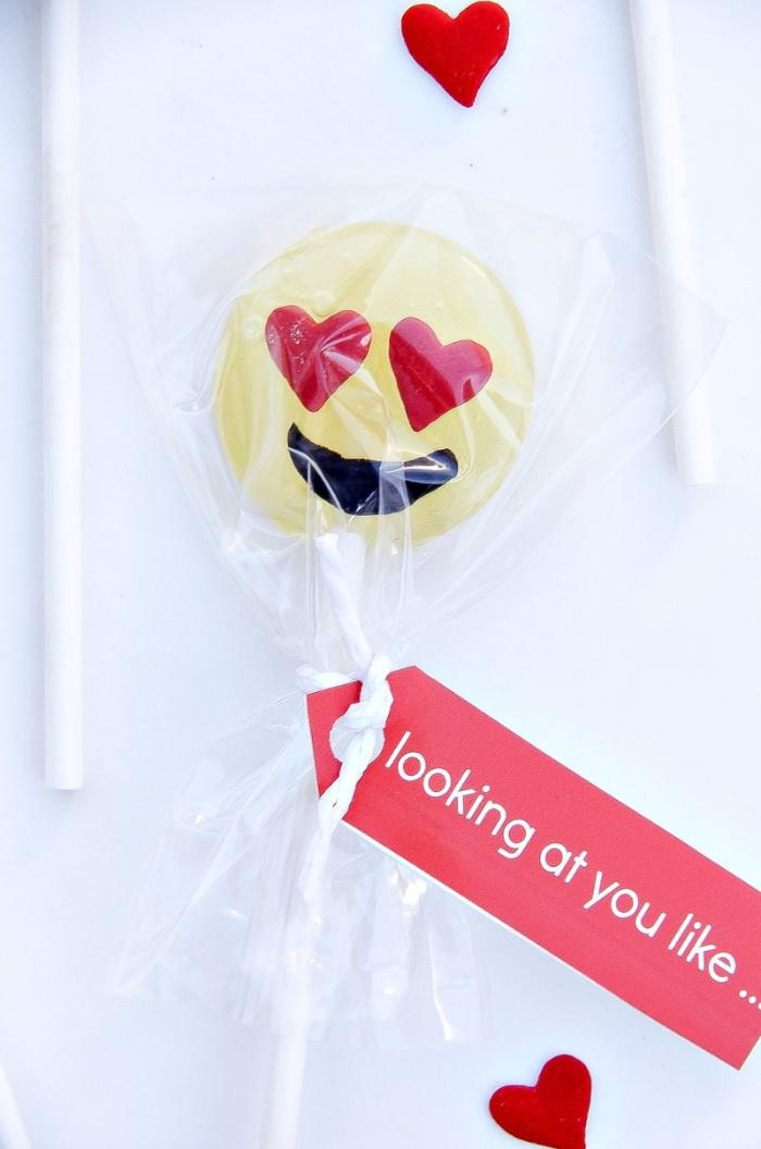 DIY emoji lollipops for Valentine's Day