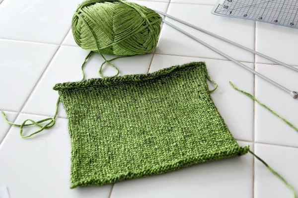green knitting cast off with a ball and needles