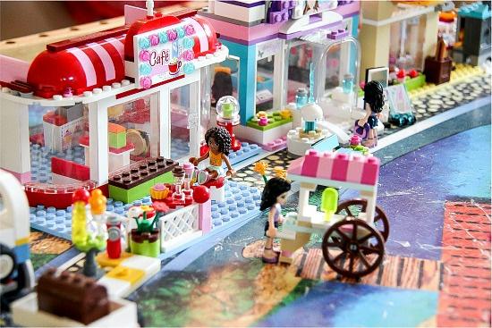 the LEGO Friends Cafe set