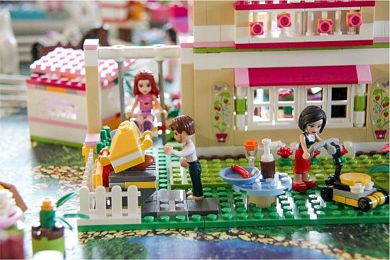 LEGO Friends backyard grill and lawnmower set
