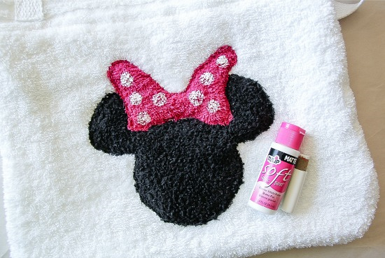 a minnie mouse head with a pink bow on a towel