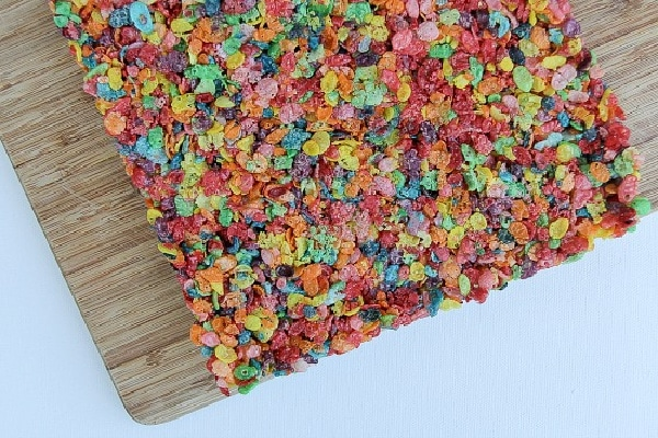 rainbow fruit pebbles rice crispy snacks