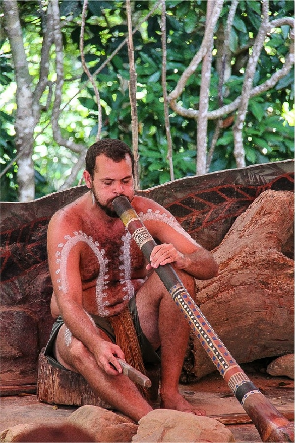 didgeridoo being played at kuranda rainforestation