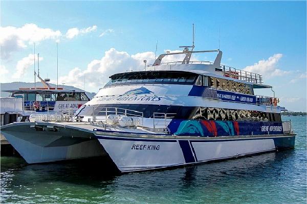 reef king catamaran at the great barrier reef