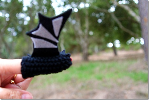 How to knit a bat using a free finger puppet pattern.